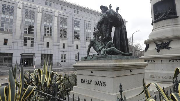 La estatua, situada frente al Ayuntamiento de San Francisco