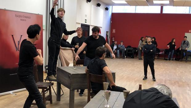 Una imagen del ensayo de «Vlad, el musical»