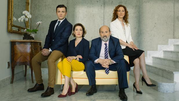 Javier Cámara, María Pujalte, Nuria Mencía y Adam Jezierski, en «Vota Juan».