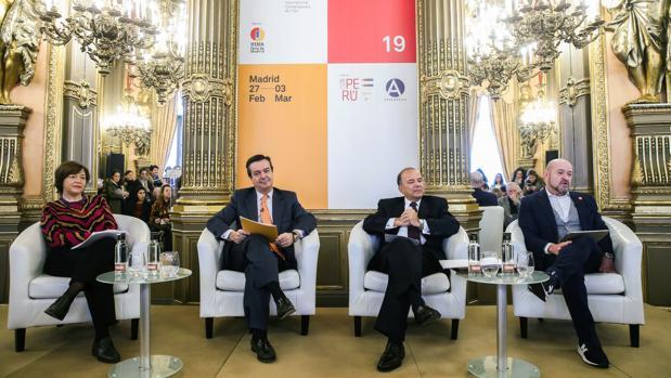 De izquierda a derecha, Maribel López, Eduardo López-Puertas, Claudio de la Puente Ribeyro y Carlos Urroz, ayer en Casa de América