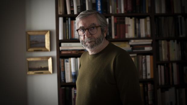 El escritor Antonio Muñoz Molina, en su domicilio madrileño poco después de la entrevista