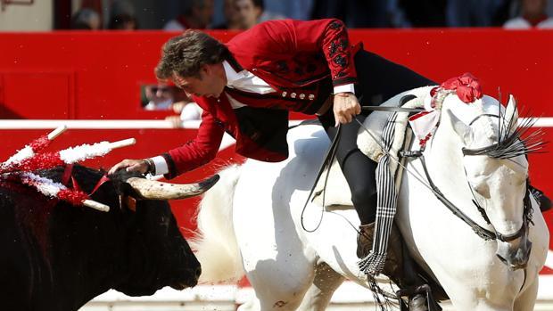 Pablo Hermoso de Mendoza, el caballero de Estella, en una tarde de toros en Pamplona