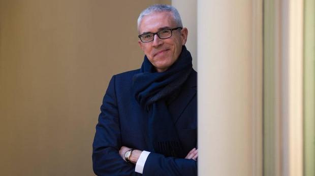 Emilio Lara es autor también de «La cofradía de la Armada Invencible», entre otros títulos