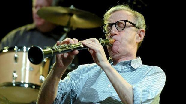 Woody Allen, en una de sus actuaciones junto con su banda de jazz