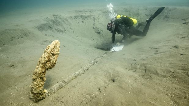 El ancla hallada en la última camapaña cuyo cepo de madera ha confirmado una antigüedad de 500 años