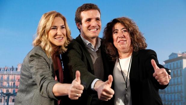La concejal pamplonesa del PP Carmen Alba en una foto de archivo junto a Pablo Casado