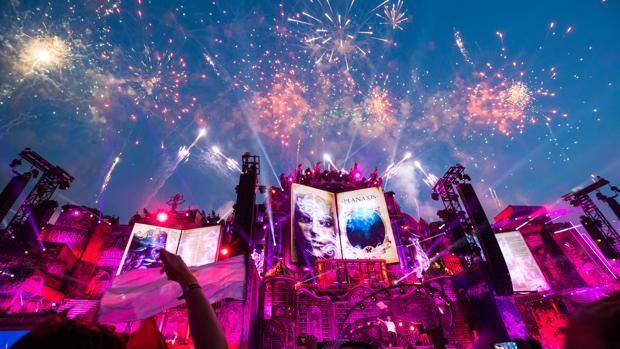 El DJ holandés Afrojack se presenta en el escenario en el primer fin de semana de Tomorrowland 2019