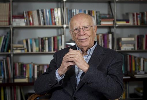 Emilio Lledó se formó en Alemania y ha sido profesor en varias universidades españolas y en la de Heidelberg