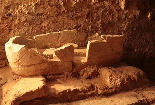 Sarcófago aparecido en una habitación contigua al de una inhumación