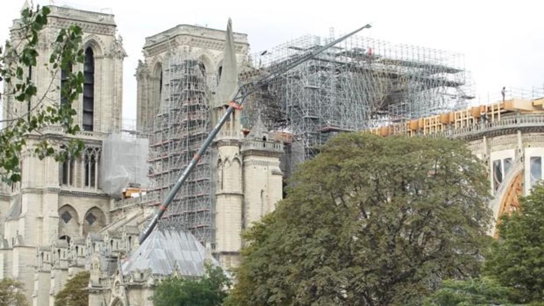 Notre Dame sigue en estado de peligro