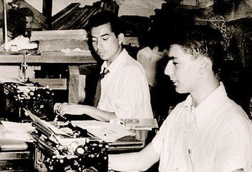 Con Carlos Ney, quien inició a Vargas Llosa en el periodismo de sucesos