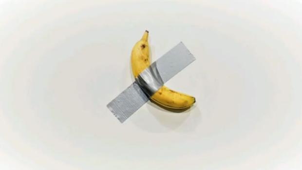 Arte de vanguardia: venden un plátano pegado con cinta a una pared por 120.000 dólares