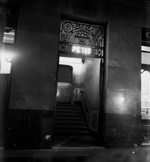 Entrada al burdel Madame Petit, en la calle del Arc del Teatre, en el Raval