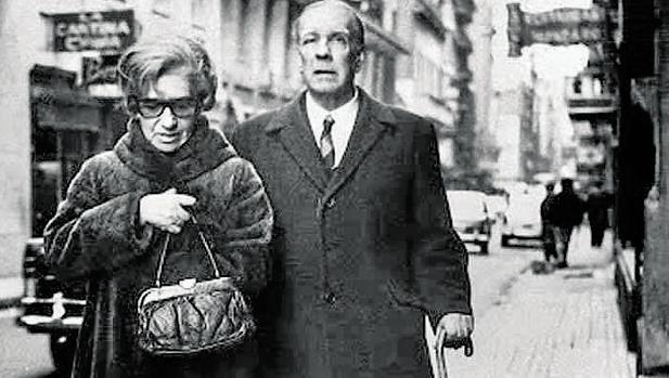 Elsa Astete y Borges paseando por Buenos Aires