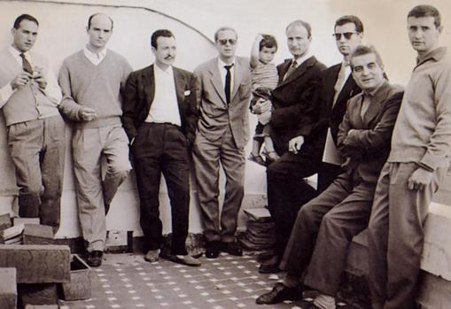 Los miembros del Grupo El Paso. De izquierda a derecha, Manuel Ayllón, Antonio Saura, Manuel Rivera, Martín Chirino, Manuel Millares, Rafael Canogar, Manuel Viola y Luis Feito