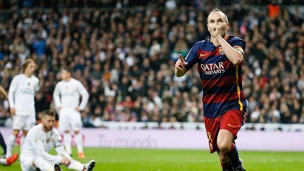 Andrés Iniesta celebra su gol del pasado sábado en el Bernabéu