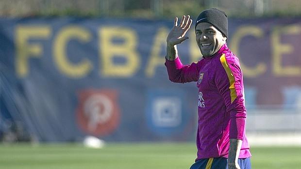 La sonrisa de Alves en el entrenamiento de hoy