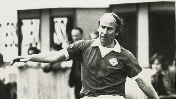 Bobby Charlton, en su último partido con el Manchester United, ante el Chelsea