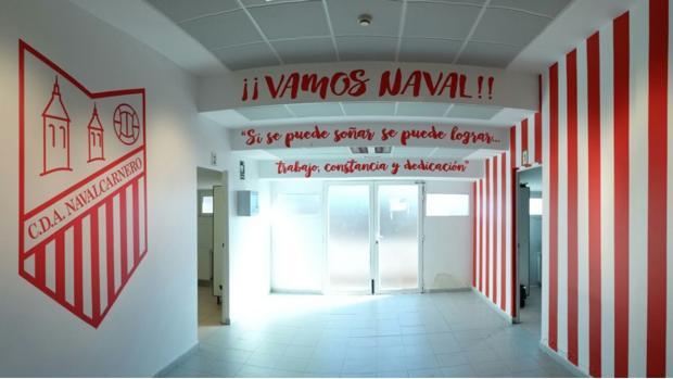 Así luce ahora el túnel de vestuario del Navalcarnero