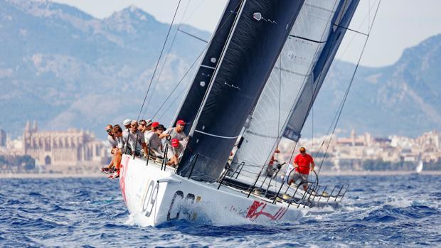 """""""Provezza"""", líder de la Puerto Portals Sailing Week"""