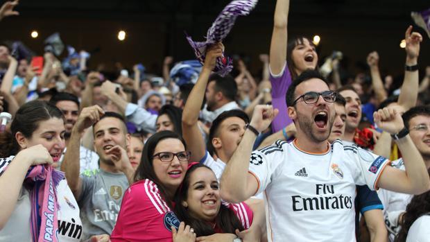 Aficionados en el Santiago Bernabéu