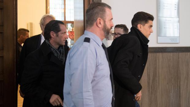 Marc Bartra sale de los juzgados tras hacer su declaración