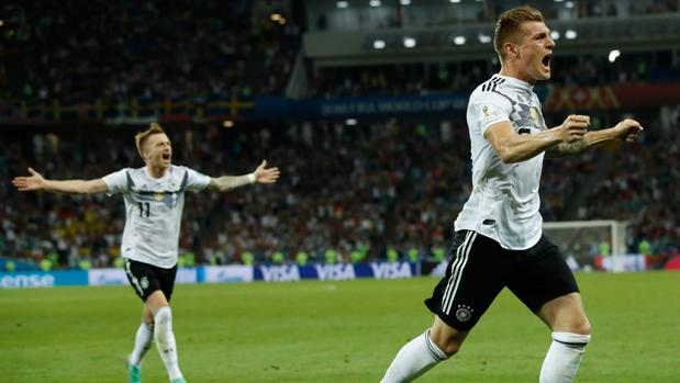 Kroos celebró con rabia su vital gol a Suecia