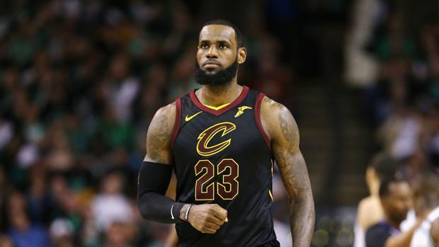 8930d3a69cc90d Baloncesto LeBron James ha fichado por los Angeles Lakers con un contrato  de 154 millones por cuatro