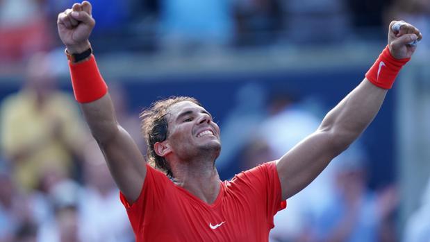 Rafa Nadal celebra su victoria sobre Stefanos Tsitsipas
