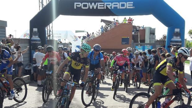 El inicio de la Powerade Non-Stop Madrid-Lisboa en el polideportivo de las Rozas