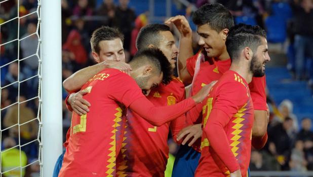 España celebra un gol en el amistoso ante Bosnia en Las Palmas