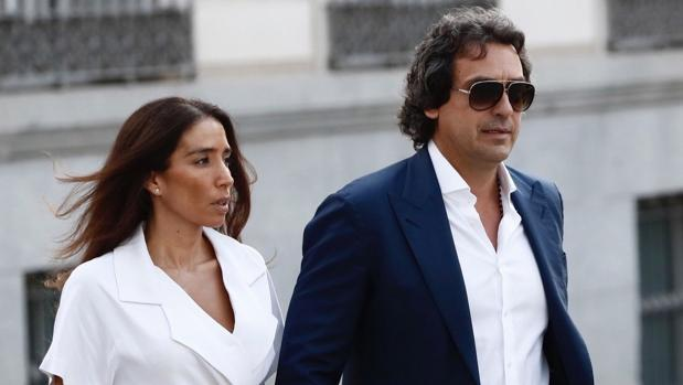 Juanma López y su pareja, Rocío del Carmen Sánchez, a su llegada a la Audiencia Nacional