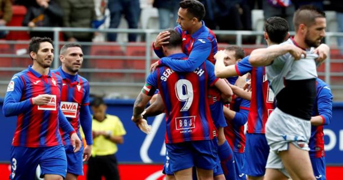 Resumen y goles del Eibar 3 - Levante 0: Charles y Orellana pisan fuerte el  escalón de la permanencia