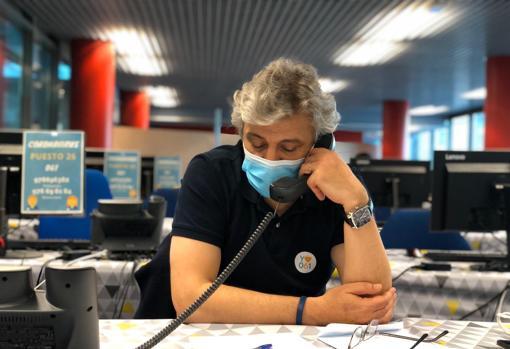 Nayim, en el 061 de Zaragoza, dando ánimos a los enfermos de coronavirus