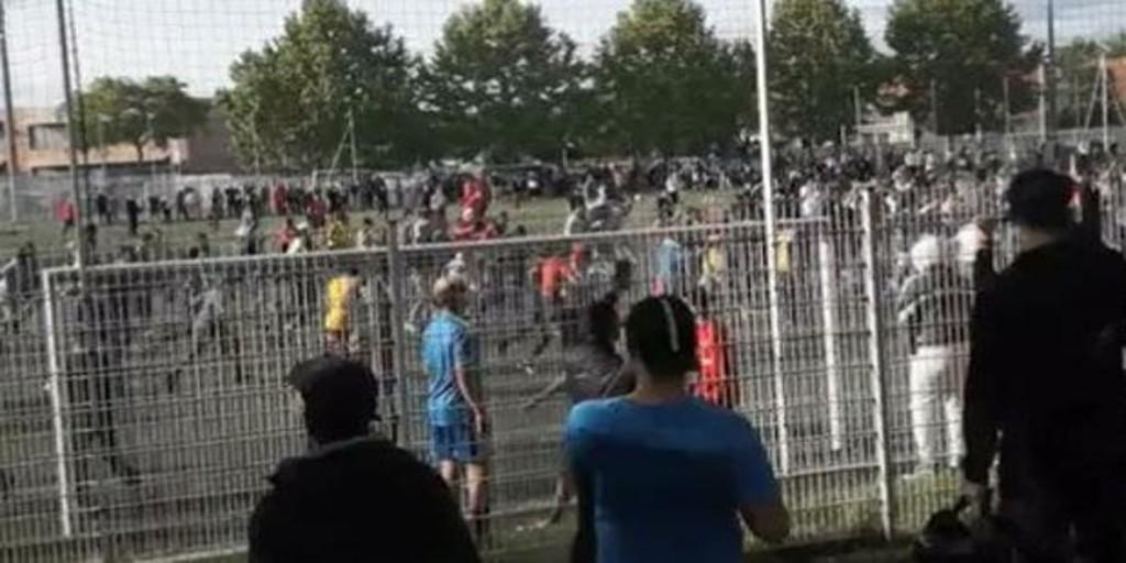 Cientos de personas acuden a un partido de fútbol ilegal en Estrasburgo infringiendo las prohibiciones