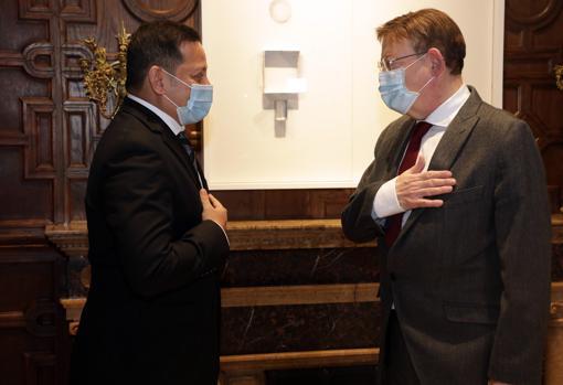 Imagen del presidente del Valencia CF, Anil Murthy, y el presidente de la Generalitat, Ximo Puig
