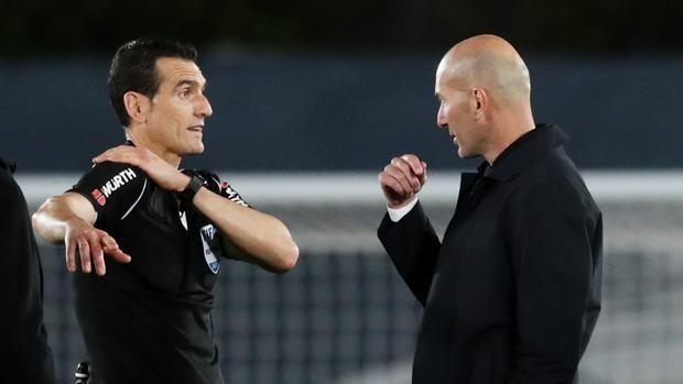 Zidane: «Estoy enfadado, Jordán hizo una mano similar y el árbitro ni la  miró»