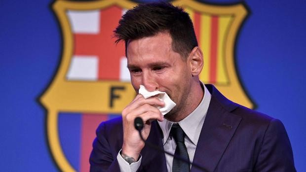 Desconsolado llanto de Messi durante la ovación tras su discurso de despedida del Barcelona