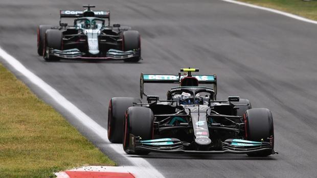 Valtteri Bottas saldrá primero en la carrera al esprint de este sábado