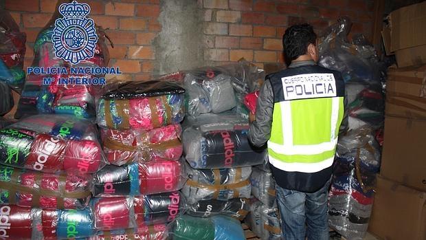 En la «Operación Laika» la Policía se incauto de un millón de falsificaciones en ropa