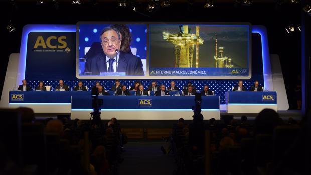 El presidente de ACS, Florentino Pérez, durante una junta de accionistas