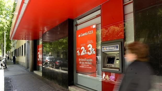 El Santander prepara un ERE para 1.384 personas en sus servicios centrales y los del Popular