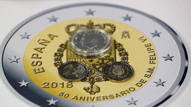 Pieza de una emisión anterior de una moneda de 2 euros, con motivo del 50 aniversario de FElipe VI
