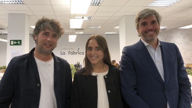 Álvaro Nicolás, CEO de CoworkingLafabrica.es, Pilar Echegaray y Manuel Fernández de Cañete, director de marketing
