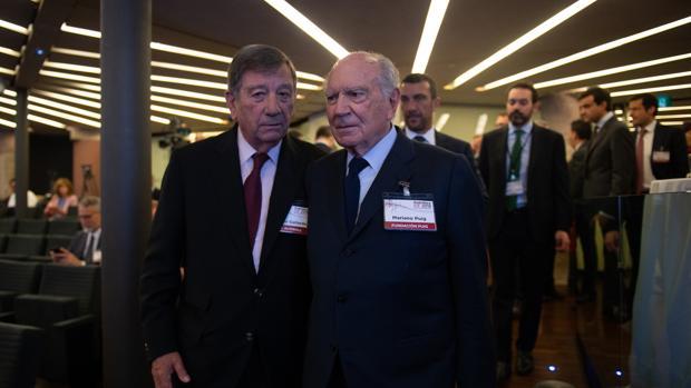 Jorge Gallardo Ballart, presidente y director de Almirall (izda) junto a Mariano Pugi (dcha), uno de los propietarios del Grupo Puig