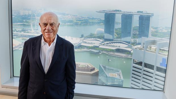 El presidente de BBVA, Francisco González, con Singapur de fondo