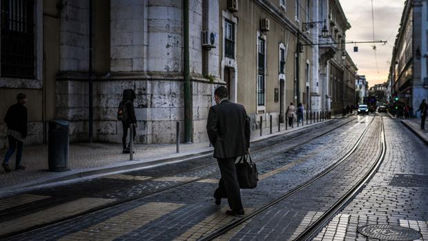 La norma autoriza a los empleados públicos a desarrollar otra actividad