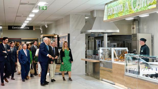 Juan Roig, presidente de Mercadona, en la inauguración del primer supermercado de la marca en Portugal