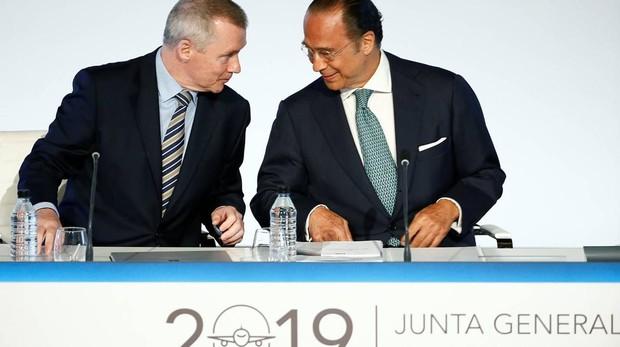 Willie Walsh y Antonio Vázquez durante la junta de IAG