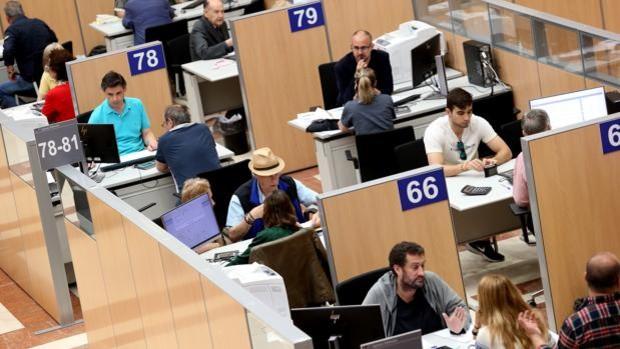 El Gobierno aprueba hoy sin acuerdo 23.500 empleos públicos